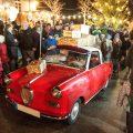 """Sogar Nikolaus und Knecht Ruprecht besuchen den Aasemer Weihnachtsmarkt gerne – wenn auch mit einem besonderen """"Schlitten""""."""